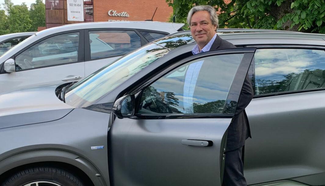 DOBLER KAPASITETEN: Ulf Hafseld, daglig leder i Hynion, kan fortelle at hydrogenbileierne er glade for å kunne fylle når de trenger det.