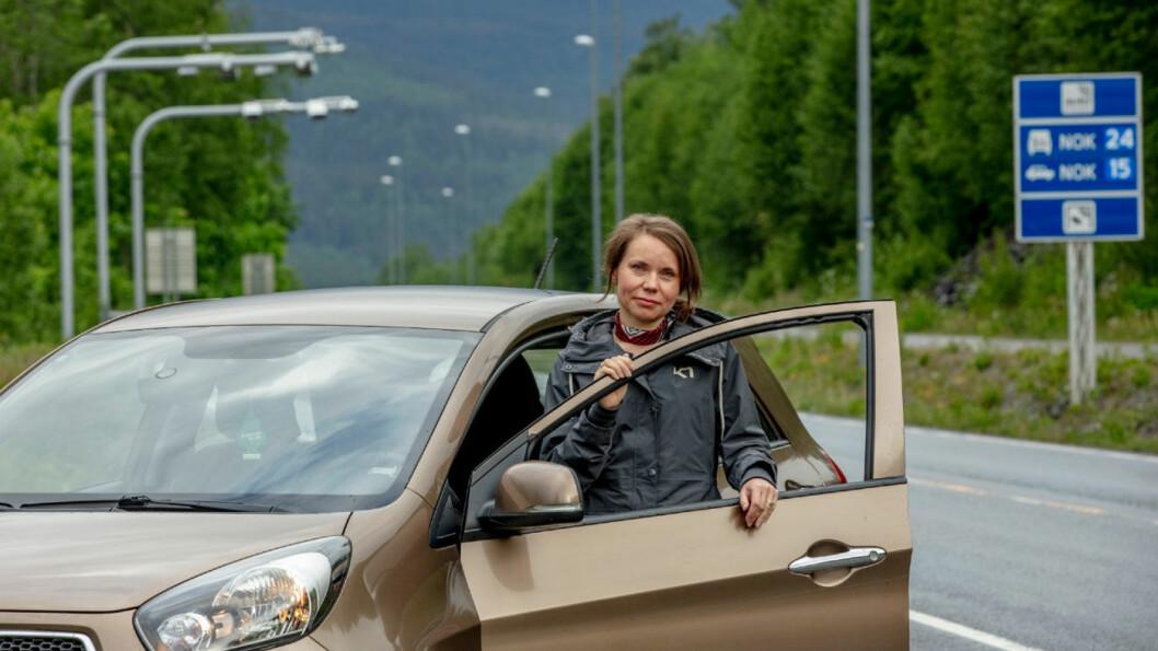 FIKK IKKE VITE: Når brukeren av denne bilen, Olga Bratenkova, passerer bomstasjonene – får hun ingen beskjed om at andre kan følge hennes passeringer. Foto: Geir Olsen