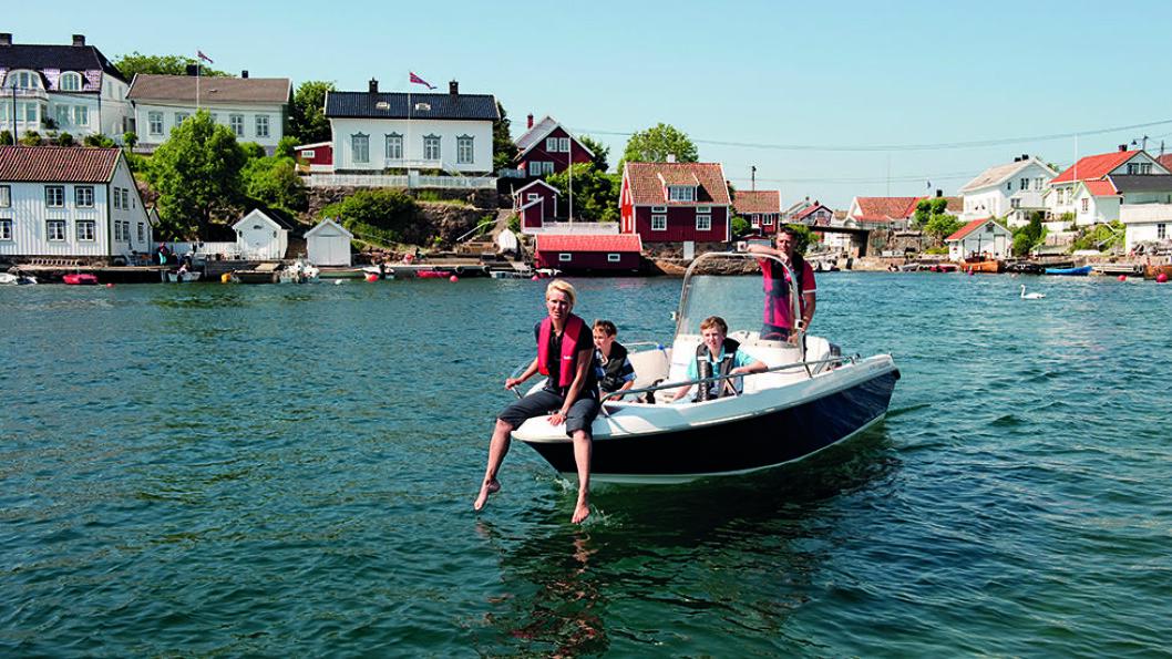 VANNVEIEN: Dette er hovedveien gjennom idylliske Lyngør. Foto: Terje Rakke/Nordic Life AS - Visitnorway.com