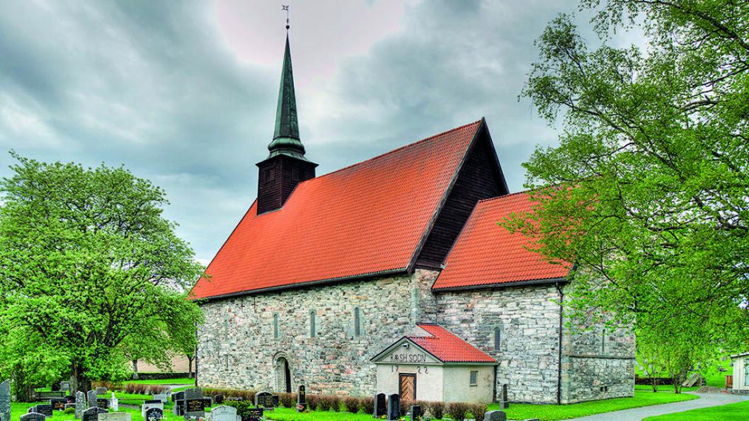 ROMERSK LANGKIRKE: Dimensjonene på Stiklestad kirke vitner om den posisjon Stiklestad hadde i middelalderen. Foto: Wikimedia