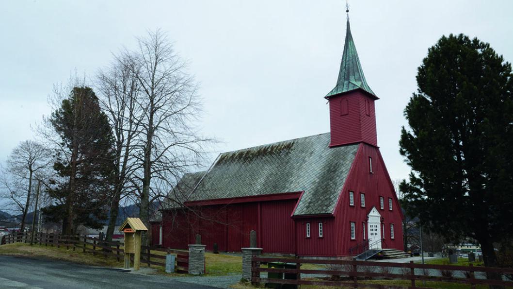HEKSEBRENNING: Lisbet Nypan var fra Leinstrand, og en av de siste som ble brent på bålet for hekseri i Norge. Kirka stod ferdig tre år etter at hun ble henrettet.