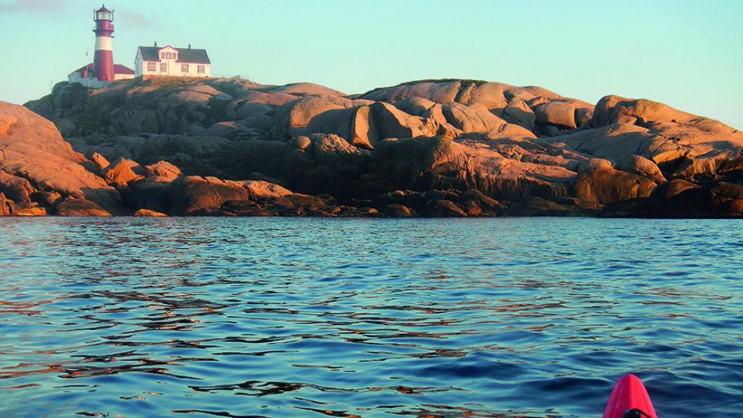 HELT PÅ SPISSEN: Norges sørligste fyr er Ryvingen utenfor Mandal. Foto: Per Roger Lauritzen