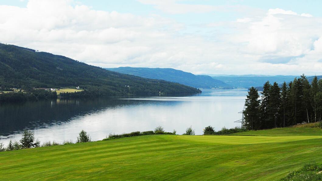 NORGES NEST LENGSTE: 75 kilometers lengde gjør Randsfjorden til Norges nest lengste innsjø og et flott turmål. Den strekker seg fra Jevnaker i sør til Dokka i nord. Foto: Per Roger Lauritzen