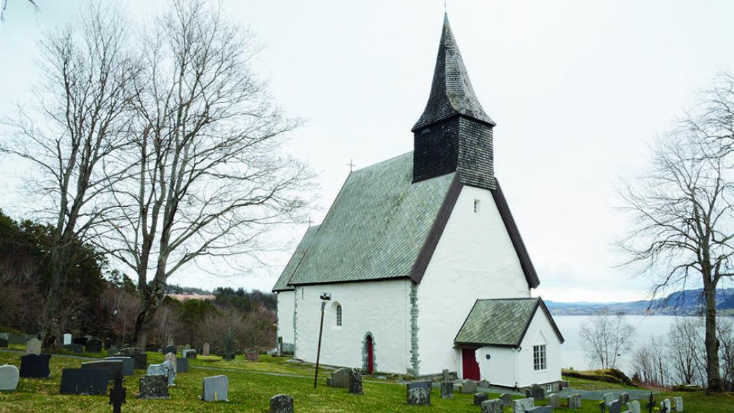 MIDDELALDERKIRKE: Byneset kirke ble viet til helgenen St.Mikael og ble innviet ca. 1180. Foto: Per Roger Lauritzen