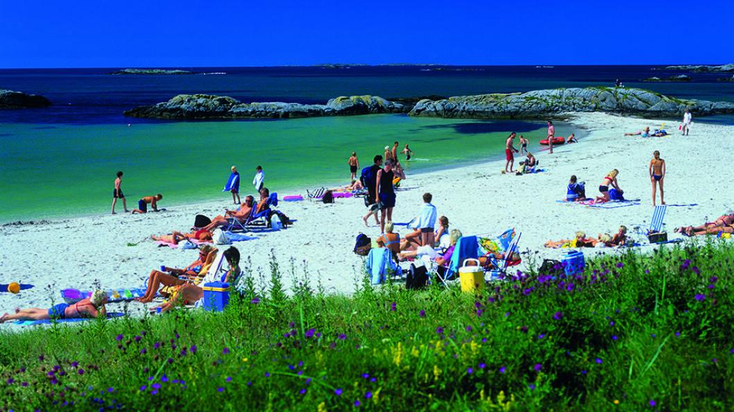 NORGES FINESTE: Åkrasanden ble kåret til Norges flotteste strand i 2014 og har den internasjonale miljøsertifiseringen Blått Flagg. Storhavet er en opplevelse uansett vær. Foto: Willy Haraldsen