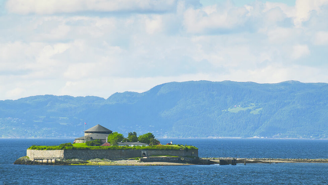 I TRONDHEIMSFJORDEN: Historien, badeplassen og restauranten trekker folk til Munkholmen. Foto: CH Visitnorway.com