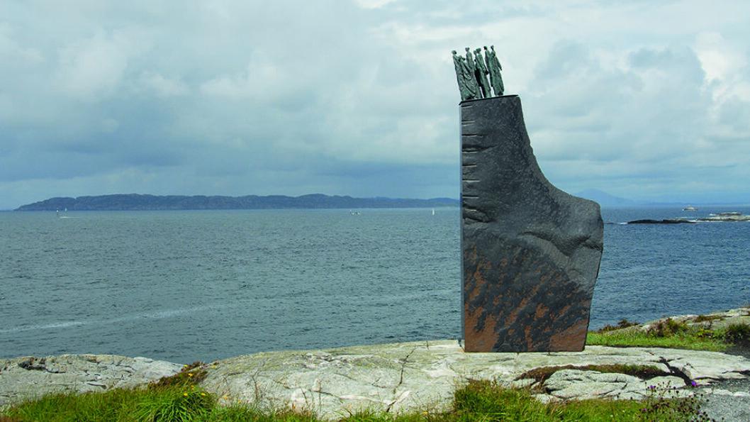 MINNESMERKE: Sleipner monumentet ved Ryvarden fyr er laget av kunstneren Arne Mæland. Foto: Per Roger Lauritzen