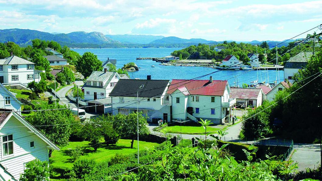 TRYGG HAVN: Mosterhamn sett fra Amfiet. Hit kom Olav Tryggvason seilende i 995 og Olav den hellige i 1024. Foto: Wikimedia