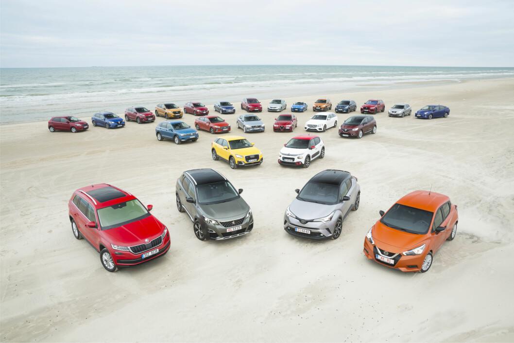 VERDENS STØRSTE TEST: Med 26 biler på plass, er denne testen av kandidatene til Car og The Year, en av de største i verden. Foto: Simon Hamelius