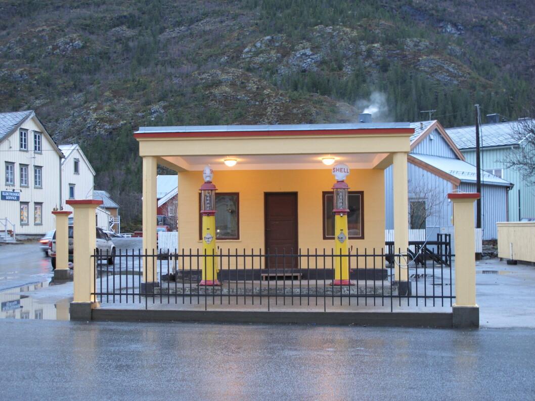 FREDET: Den gamle Shell-stasjonen i Mosjøen er den eldste originale bensinstasjonen i Nordland. Nå er den fredet av Riksantikvaren.