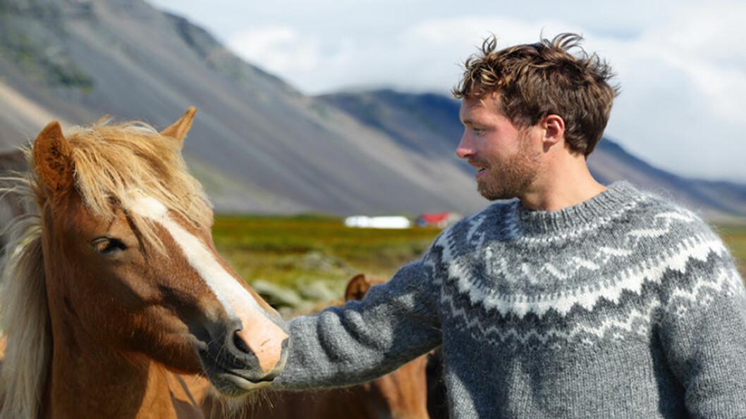 LA DEG INSPIRERE: Islandsgenseren i ren ull og med karakteristisk mønster, er flott. På turen får du anledning til å kjøpe garn og se hvordan ull blir farget med naturlige fargestoffer. Foto: Shutterstock