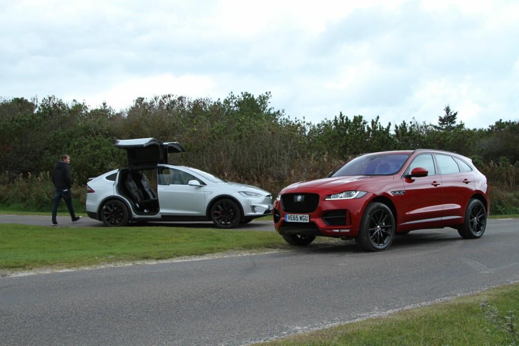 VALGETS KVAL: Tesla Model X er ren elektrisk med imponerende innvendig plass. Jaguar F-Pace er mer tradisjonell men minst like tiltrekkende. Foto: Rune Korsvoll