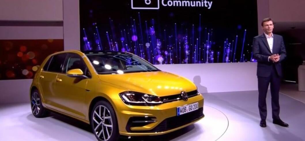IKKE HELT NY: VW kaller det en ny Golf. Det er en ansiktsløftning, men med viktige forbedringer når bilen kommer til Norge i mars. Ikke minst får e-Golf en rekkevidde på 300 kilometer. Foto: VW
