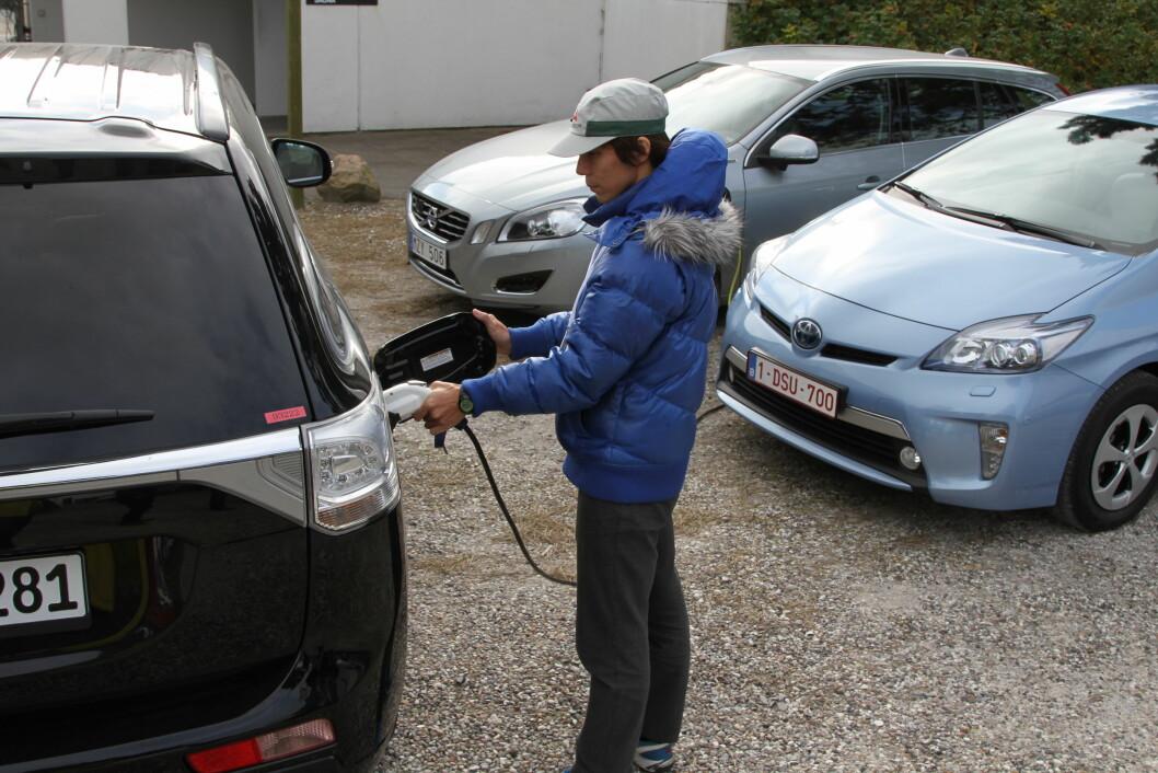 POPULÆRE BILER: Salget av biler med hybriddrivverk har økt med 60 prosent siden i fjor. Mest populære av alle er de ladbare. Foto: Rune Korsvoll