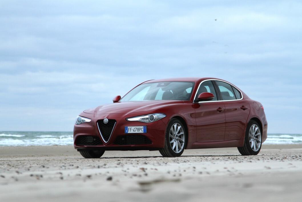 FAMILIE-RACER: Alfa Romeo Giulia er sportsbil og familiebil i samme flotte innpakning. Foto: Rune Korsvoll