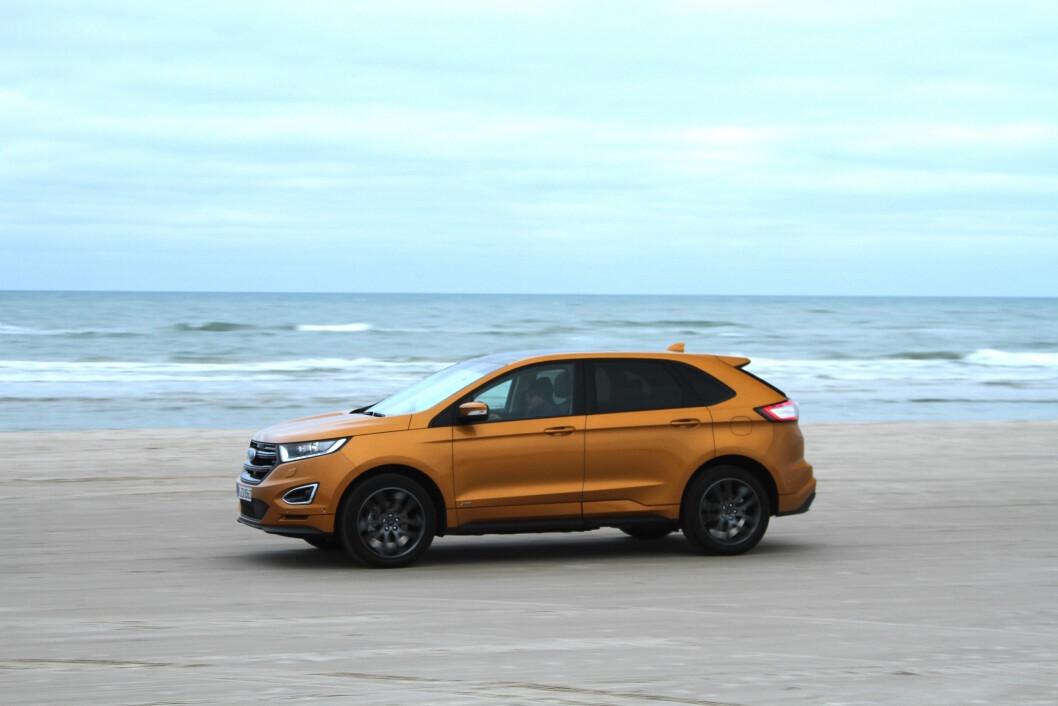 ELEGANT: Ford Edge er barsk å se på, har mye utstyr og høy komfort. Utfordringen er at konkurransen blant luksus-SUV-ene er tøff. Foto: Rune Korsvoll