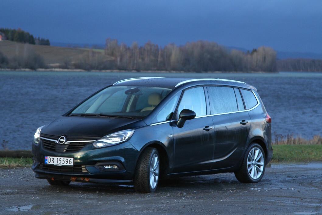 MYE PLASS: Med en bortimnot firkantet utseende, blir det mye plass innvendig i Opel Zafira. Foto: Rune Korsvoll