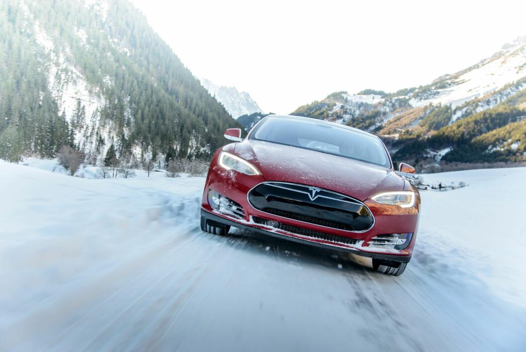 FOR LITE KREFTER: Tesla oppga effekten til 700 hester, men eierne mente at bilen bare hadde 469. Nå har de fått medhold og tilbys 65.000 kroner i erstatning. Foto: Tesla