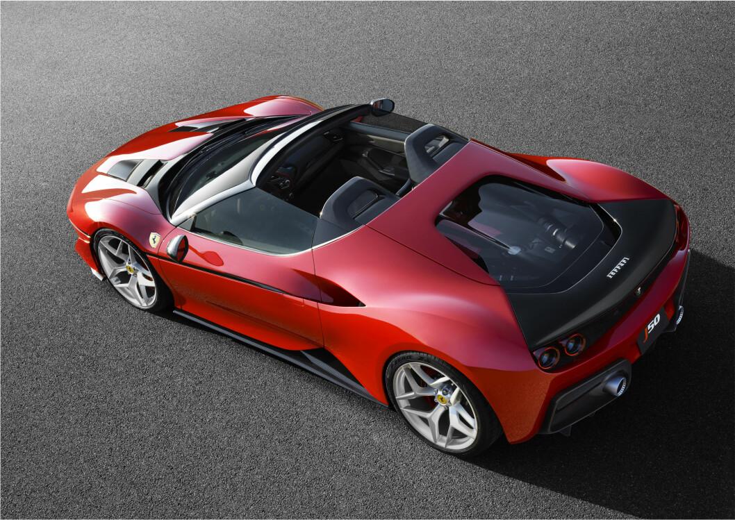 50 ÅR: Ferrari har bygget denne spesial-utgaven for å markere at det er 50 år siden Ferrari kom til Japan. Foto: Ferrari