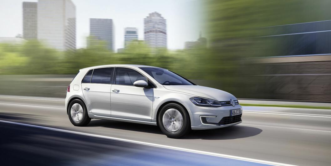 NORGES FAVORITT: Det ble registrert langt flere utgaver av VW eGolf i august enn av de tre mestselgende diesel- og bensinmodellene tilsammen.
