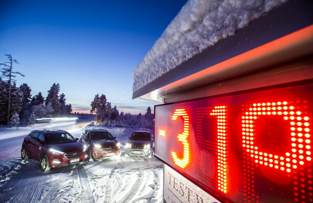 Kaldt klima: Vinter, kulde og snø er tøffe forhold både for bil og sjåfør. Det er stor forskjell på hvor raskt varm de forskjellige bilene blir. Foto: Matti Pentikäinen