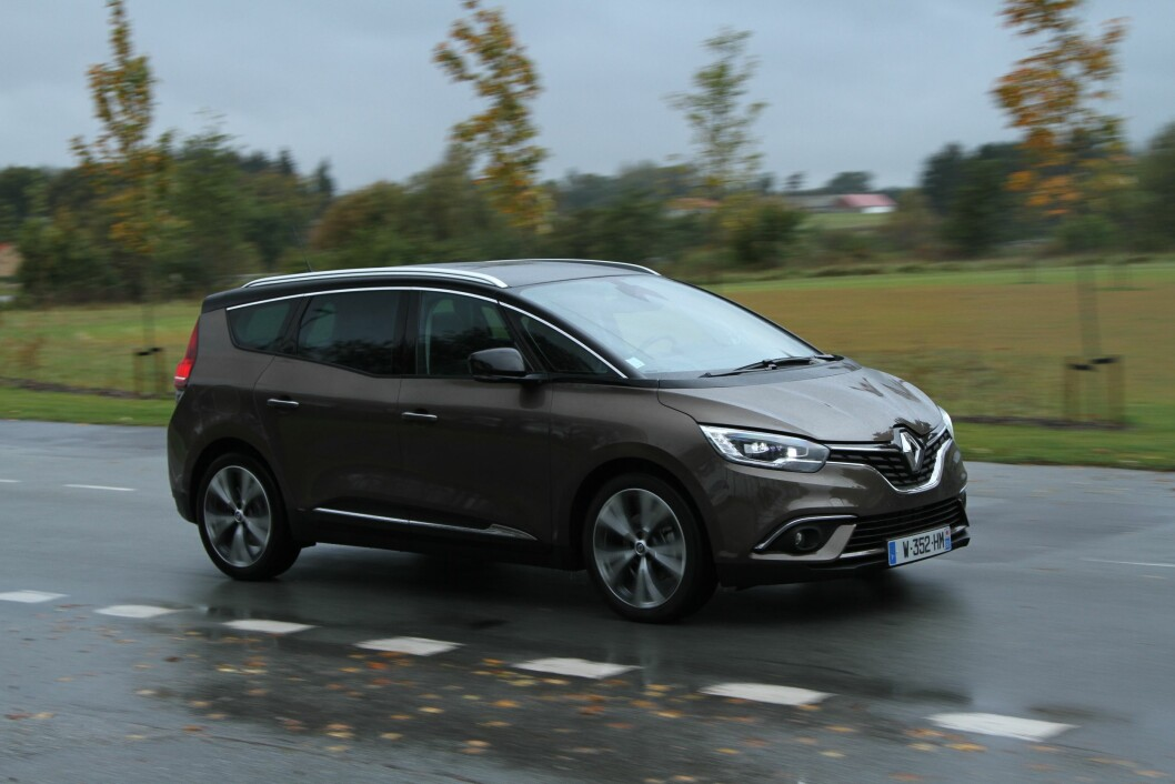 PRAKTISK: Et mer elegant utseende og praktisk innhold bør kunne gi fjerde generasjon Renault Grand Scenic et salgsløft i Norge. Foto: Rune Korsvoll