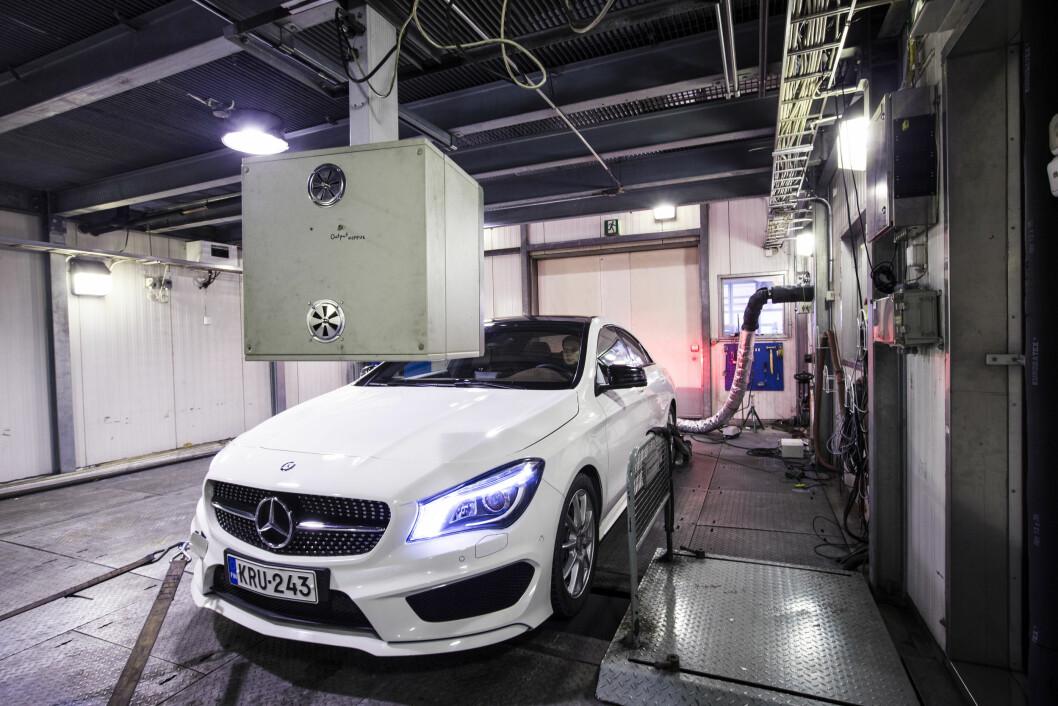 KRAFTIG NED: Siden 2011 har CO2-utslippet fra nye biler i Norge sunket fra 134 til 93 gram per kilometer. Foto: Markus Pentikäinen
