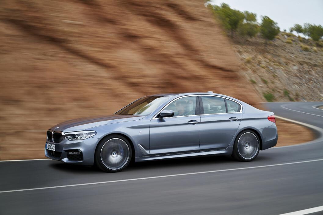 LITT SKARPERE: Litt skarpere i kantene, men ellers er sjuende generasjon BMW 5-serie relativt lite forandret utvendig. Foto: BMW