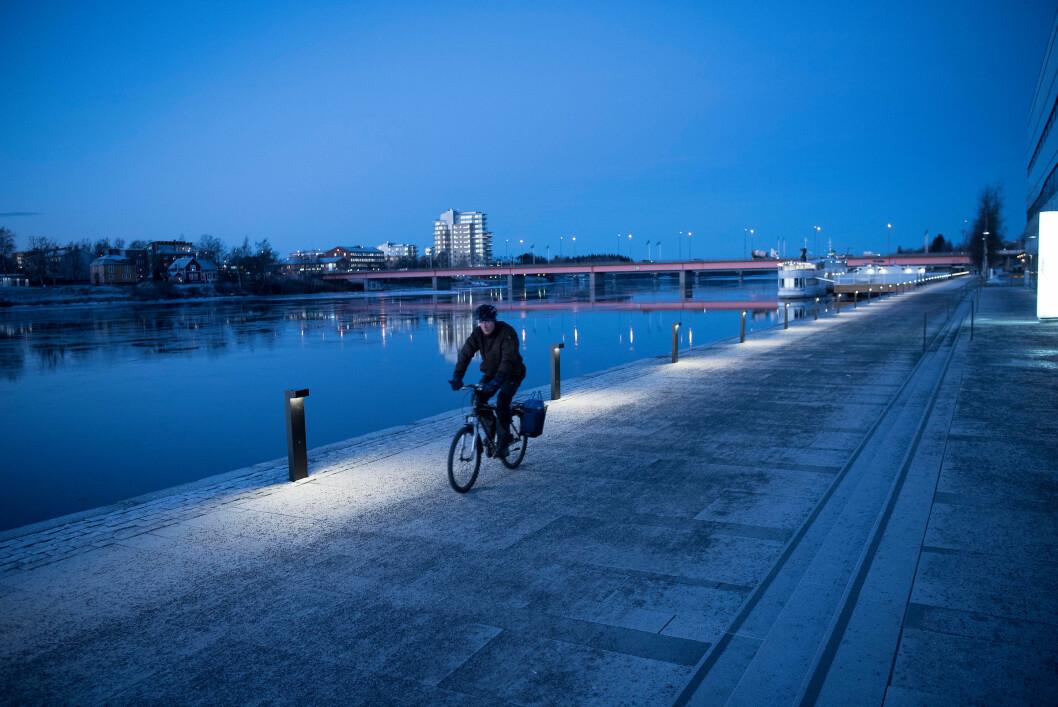 mannlig syklist på vinterføre