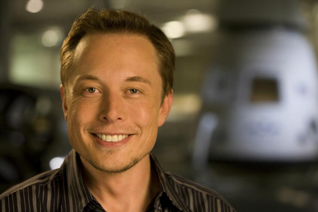 STORE KONSEKVENSER: Tesla-gründer Elon Musk tror selvkjørende biler vil koste jobben for 15 prosent av de ansatte i bil- og transportbransjen.
