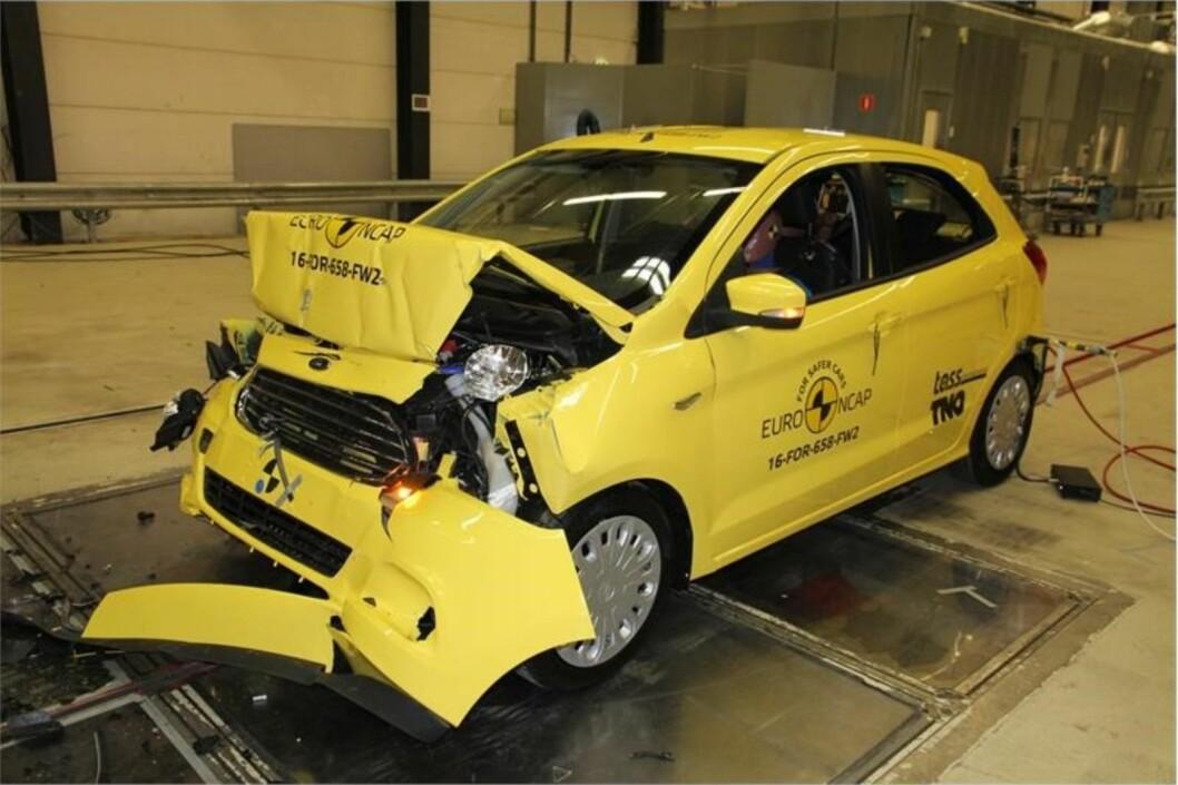 SKUFFER: Fiat 500 og Ford Ka+ beskytter fører og passasjer dårlig og mangler viktig sikkerhetsutstyr. Foto: EuroNCAP