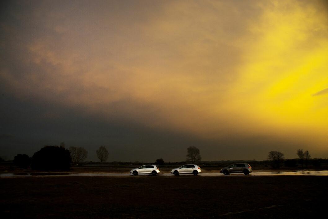 CLOSE RACE: Lite skiller de beste to tredjedelene av bilene i testen når det gjelder kjøregrep på våt asfalt. Foto: Lasse Allard