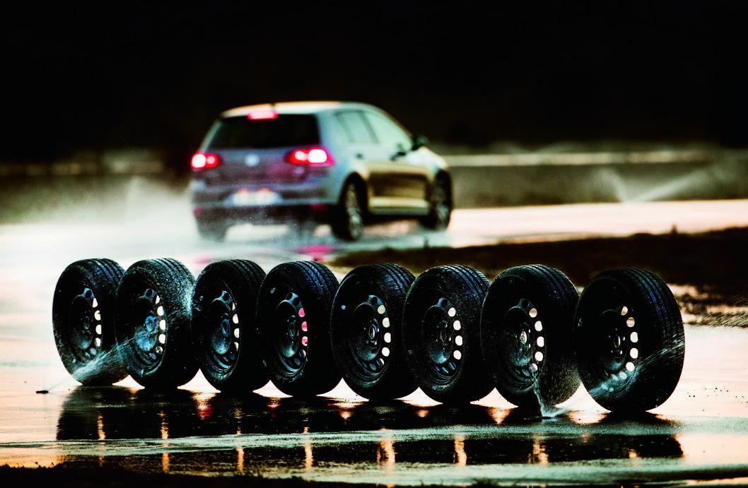 PERFEKT: Continental får maksimal score for kjørefølelsen på tørr asfalt. Foto: Lasse Allard