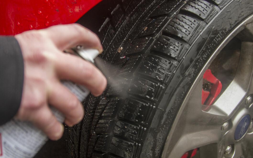 BRUK SHAMPO: Hyppig bruk av mange av dekkvask-produktene kan ødelegge bildekkene, mener dekkimportør.
