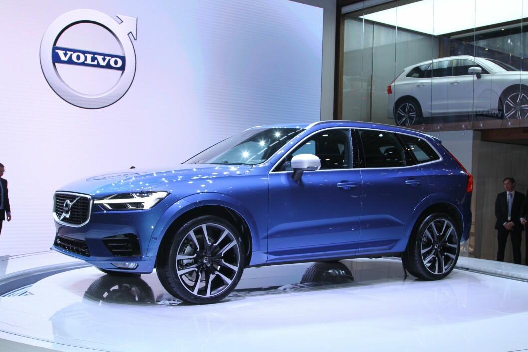 SIKKERHET: Nye Volvo XC60 får mye nytt sikkerhetsutstyr. Et system oppdager biler som kommer over i motsatt kjørefelt mot deg og vil automatisk gripe inn og svinge bilen vekk fra den møtende bilen. Foto: Rune Korsvoll