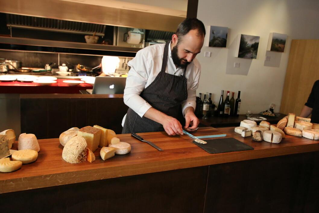 TOPP SERVERING: Prøv å spare litt plass til osten, dersom du er så heldig å få bord på Santi Taura.
