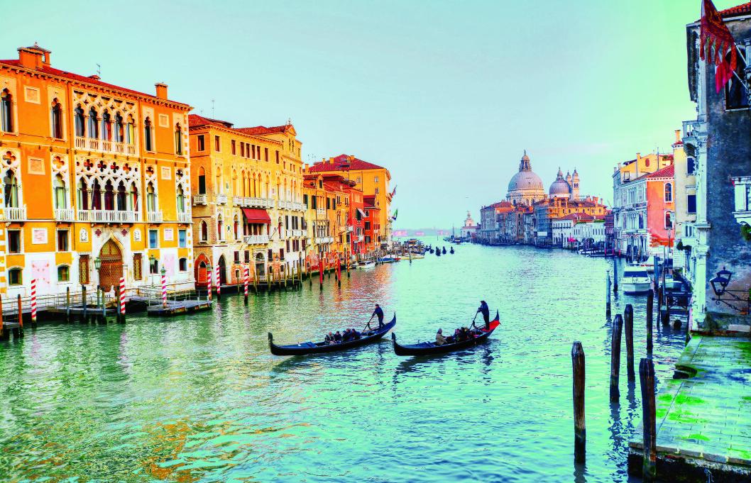 VANNVEIEN: Venezia har mer enn 40 kilometer med kanaler på kryss og tvers gjennom byen, og størst blant disse: Canal Grande. Foto: Shutterstock