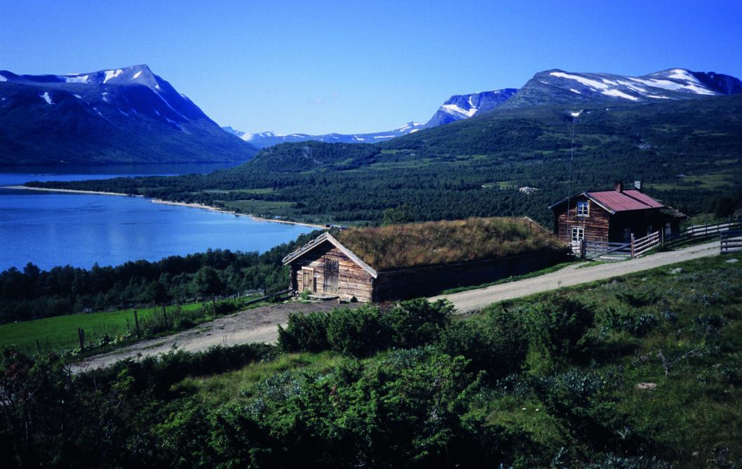 STORSLÅTT: Den klassiske utsikten mot Gjevilvatnet, Rauøra og fjellene er blant Trollheimens flotteste. Foto: Per Roger Lauritzen