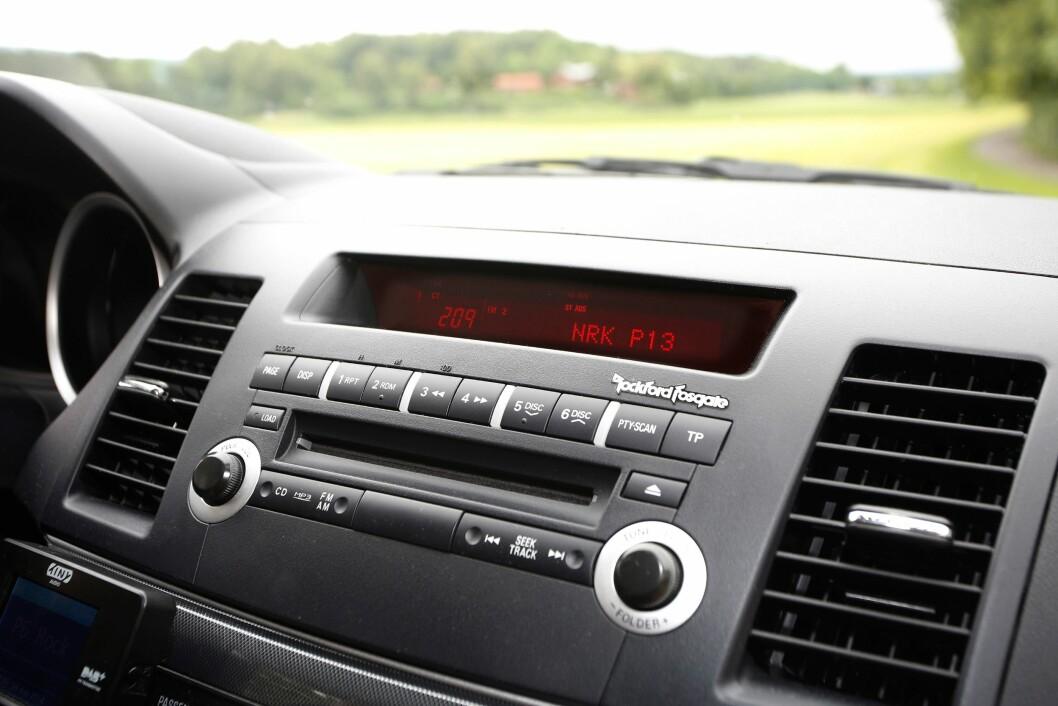 ADVARER: En integrert radio er tryggere enn ettermonterte løsninger, mener NAFs forbrukeravdeling. Foto: Tore Guriby