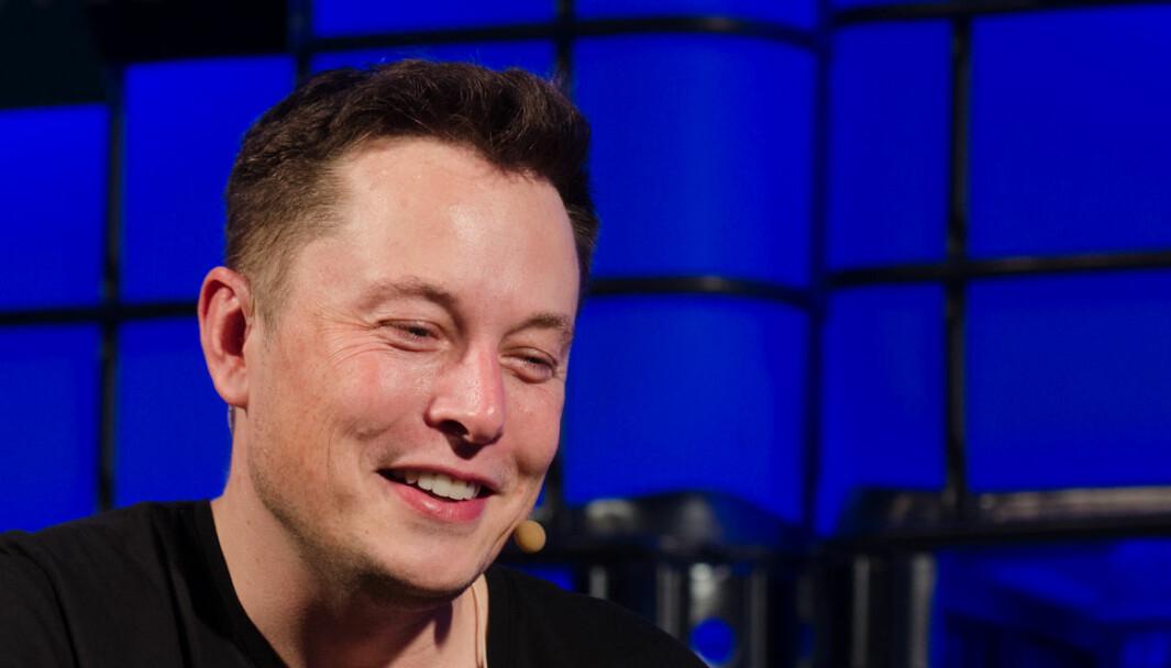 KJØRER SELV: Tesla-sjef Elon Musk tror «Level 5»-bilen er her i løpet av 2020.
