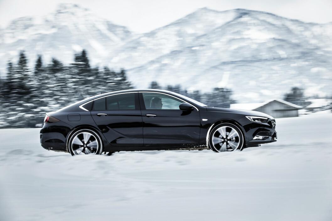 FULL FART: Et mer sporty utseende og kjøreegenskaper, inkludert firehjulstrekk, skal gjøre Opel Insignia Grand Sport til en vinner i Norge. Foto: Opel