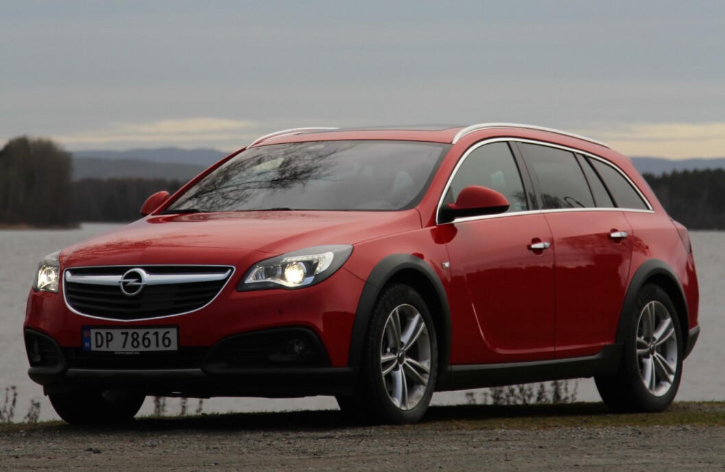 BARSK: Ny motor, firehjulstrekk og høyere bakkeklaring, gjør Opel Insignia Country Tourer til et spennende alternativ for deg som ønsker en litt barskere stasjonsvogn. Foto: Rune Korsvoll
