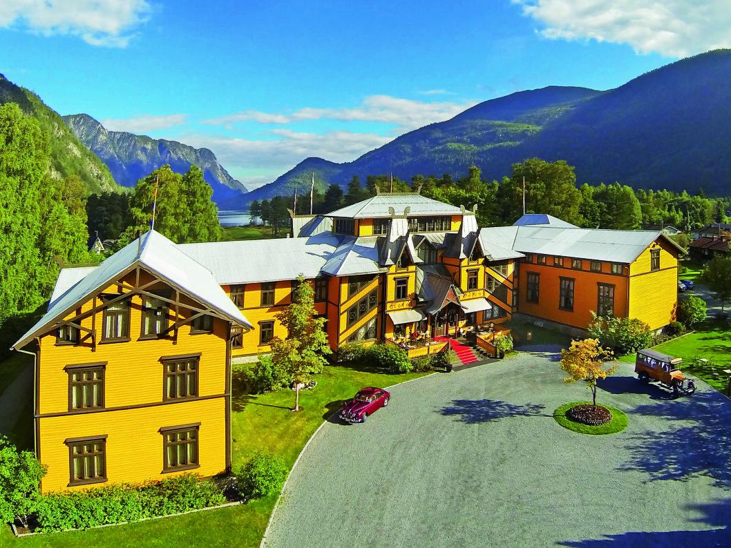 VELKOMMEN: Det fantastiske eventyrhotellet er inspirert av stavkirker og vikingtiden, med dragehoder, tårn og spir, altaner, utspring og gesimser.