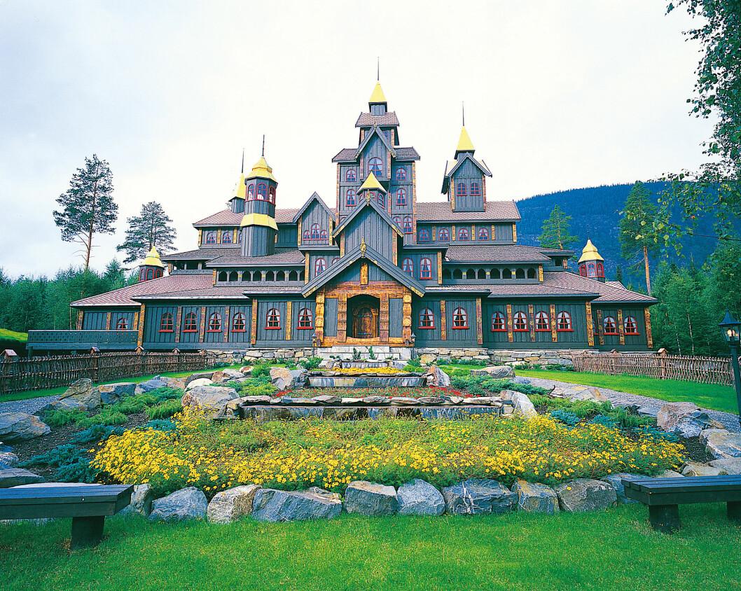 FOR FAMILIEN: Eventyrslottet ved Hunderfossen Familiepark byr på en reise gjennom norske folkeeventyr. Foto: Brox-Visitnorway.com