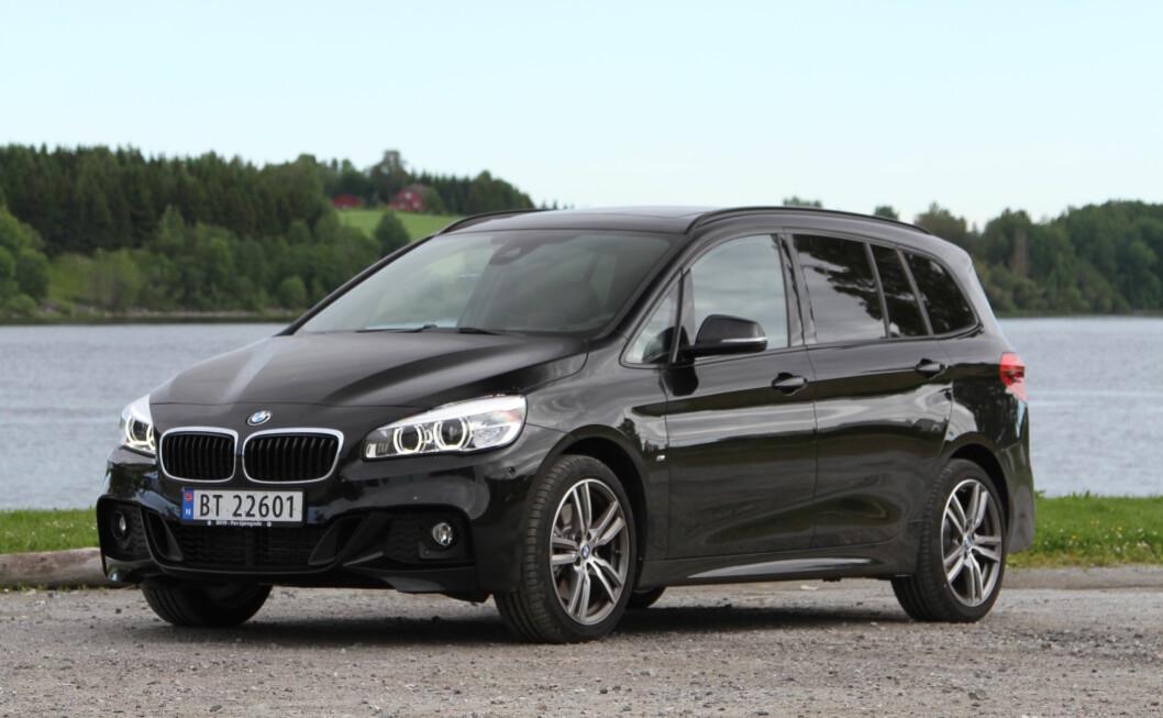 BMW FOR FOTBALL-FEDRE og mødre. I Gran Tourer har du plass til mer enn halve laget, uten å måtte gi slipp på de gode kjøreegenskapene som BMW er kjent for. Foto: Rune Korsvoll