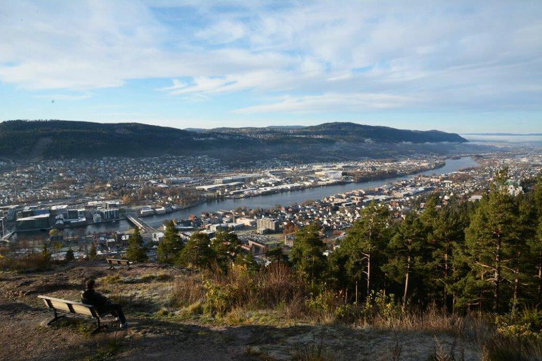 ATTRAKSJON: Spiraltoppen byr på god utsikt nordover langs Drammenselva.