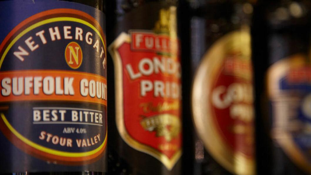 ØLTØRST Gå på pub og ta en bitter, stout, porter eller vanlig lyst øl. Foto: Visit Britain