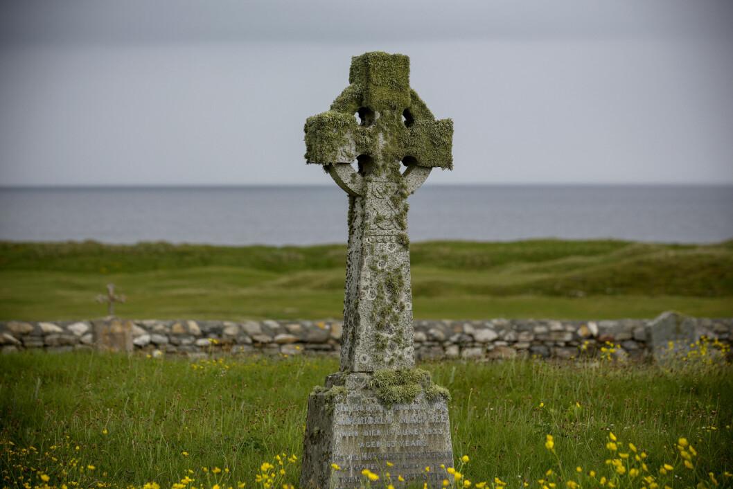 FRED OG RO: Ikke mange steder er det stillere enn på kirkegården på South Uist, ytterst mot Atlanterhavet.