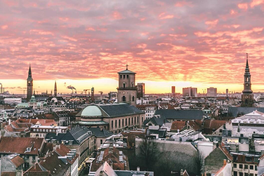 KONGENS BY: Storslagen utsikt over sentrum av København fra toppen av Rundetårn. Foto: Thomas Høyrup Christensen