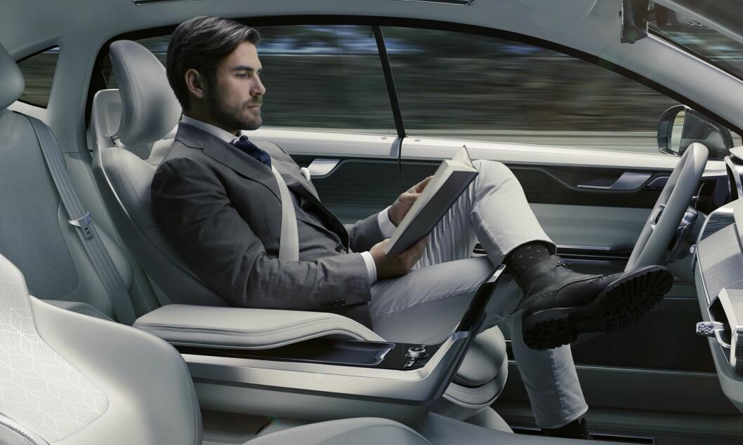 KJØRER IKKE SELV: Drømmen om en helt selvkjørende bil kan være langt unna. De vil ikke fungerer på norske vinterveier. Foto: Volvo